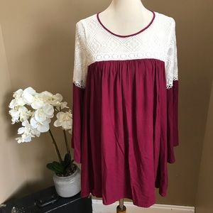 Umgee White & Burgundy Crochet Flare Sleeve Tunic